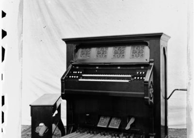 Crank-Winded Reed Organ